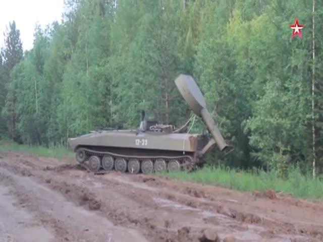 УР-77 «Метеорит» сбивает пламя на лесном пожаре