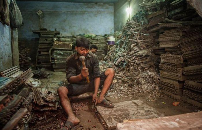 Жизнь и работа на кладбище старой электронной техники в Индии (13 фото)