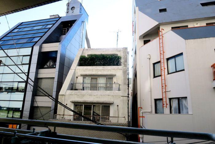 Крошечная квартира в центре Токио (24 фото)