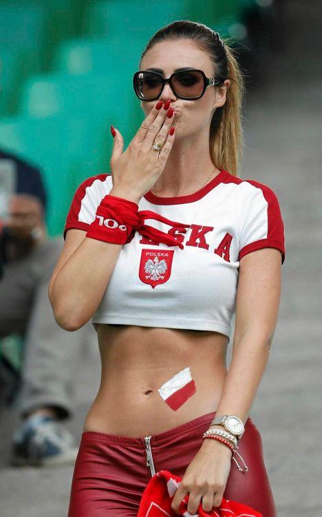 Эффектная болельщица сборной Польши (5 фото)