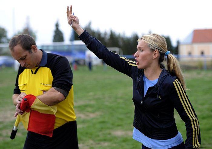 Хорватская топ-модель хочет стать тренером сборной РФ по футболу (6 фото)