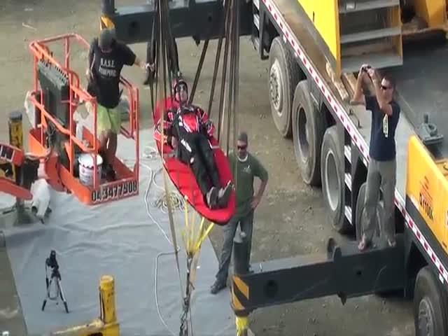 В Дубае появилась рогатка для запуска людей в воздух