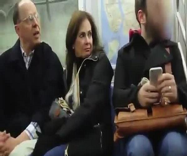 Забавный розыгрыш в метро