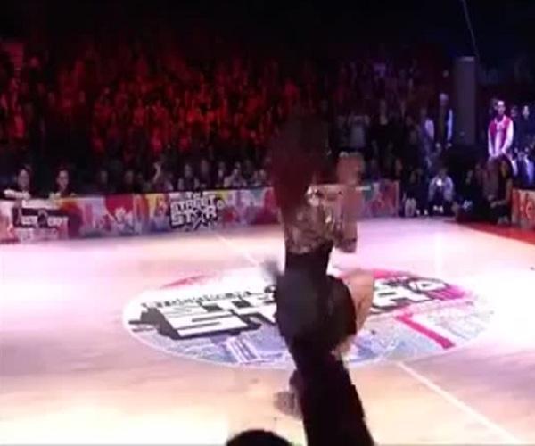 Необычный танец на каблуках