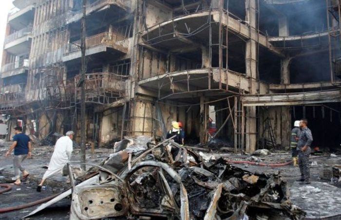 Более 170 человек погибли в результате двойного теракта в Багдаде (5 фото)