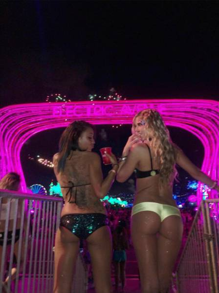 Девушки музыкального фестиваля Electric Daisy Carnival (37 фото)