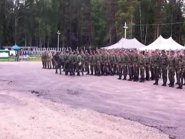 Строевая подготовка военнослужащих Анголы