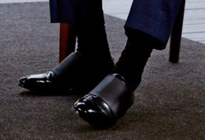 Пользователи сети обсудили туфли Jimmy Choo Дмитрия Медведева (3 фото)
