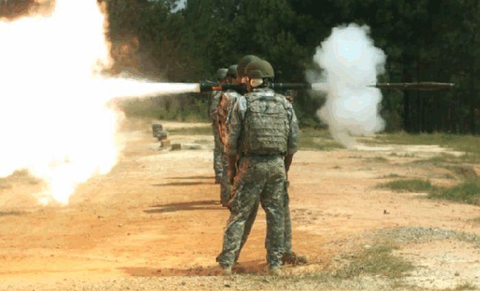 Как стреляют различные виды оружия (16 гифок)