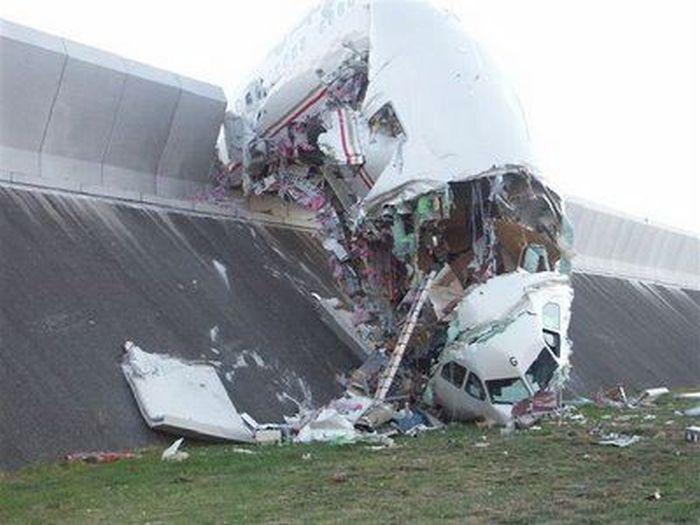 Как арабы по ошибке угробили крупнейший в мире пассажирский самолет (9 фото)