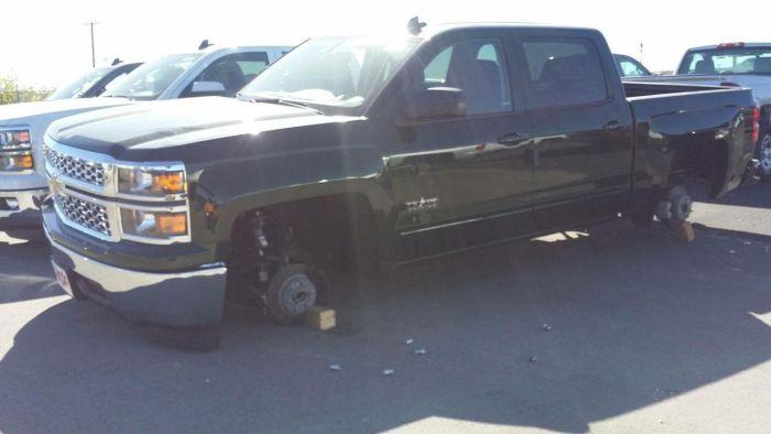 Проделки колесных воров в США (5 фото)