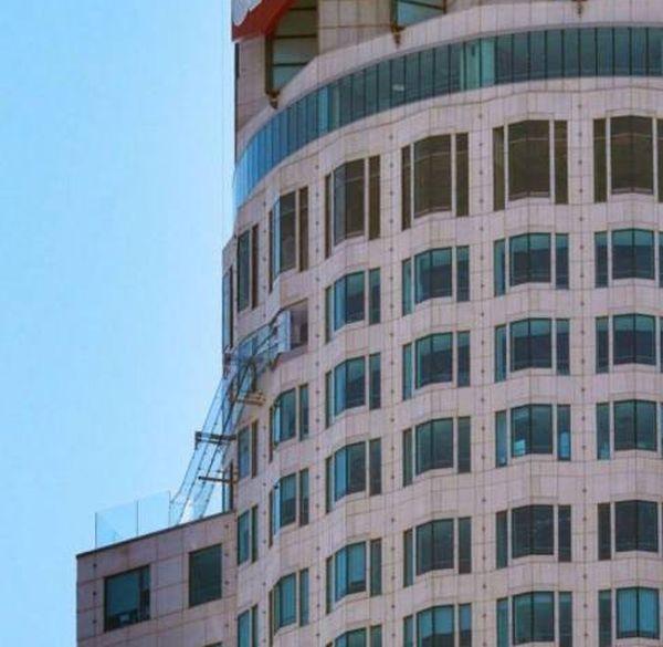 Стеклянная горка на небоскребе в Лос-Анджелесе (14 фото)
