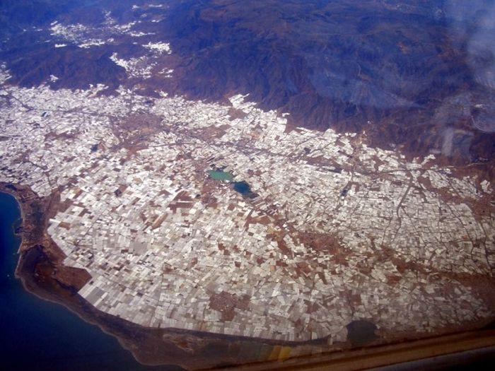 Город теплиц на испанском побережье (26 фото)