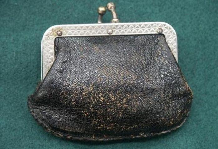 Старинное устройство для сохранности кошелька (4 фото)