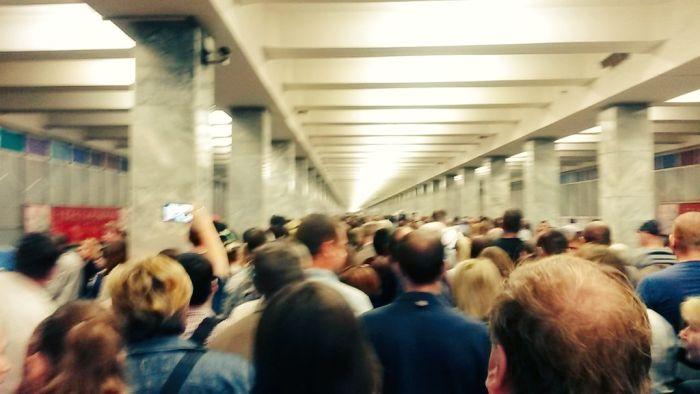 Пожар на станции метро «Выхино» стал причиной транспортного коллапса в Москве (14 фото + 3 видео)