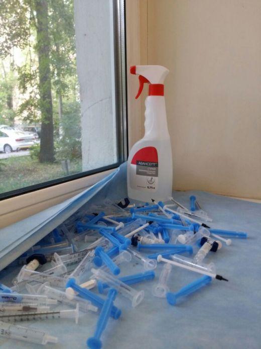 Сушка шприцов в детской поликлинике (2 фото)
