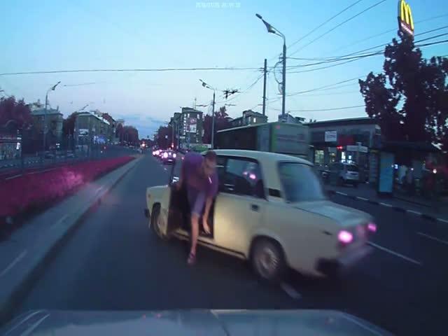 Карма настигла неадекватного водителя