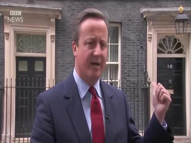 После заявления об уходе Дэвид Кэмерон тихонько напел песенку