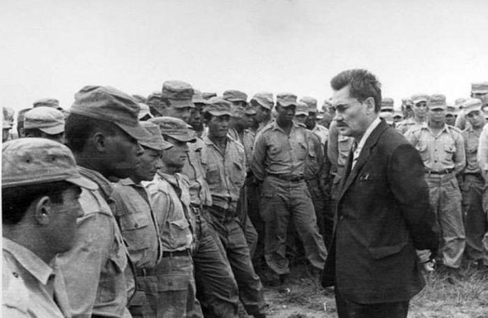 «Дикий» лейтенант Бауржан Момыш-улы - кумир Фиделя Кастро и Че Гевары (6 фото)