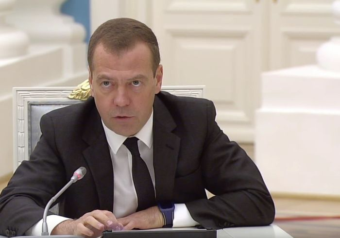 Дмитрий Медведев появился на публике в часах за 100 долларов (4 фото)