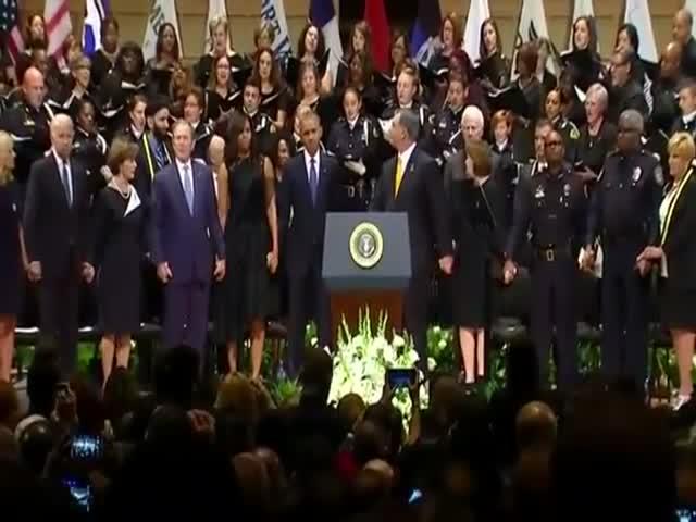 Джордж Буш станцевал на панихиде по погибшим в Далласе полицейским
