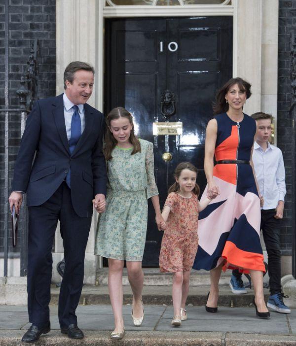 Младшая дочь Дэвида Кэмерона, Флоренс стала героем дня его отставки (8 фото)