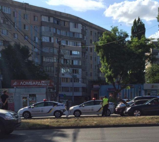 Тройное ДТП с двумя полицейскими автомобилями в Одессе (6 фото)