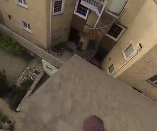 Невероятный прыжок паркурщика