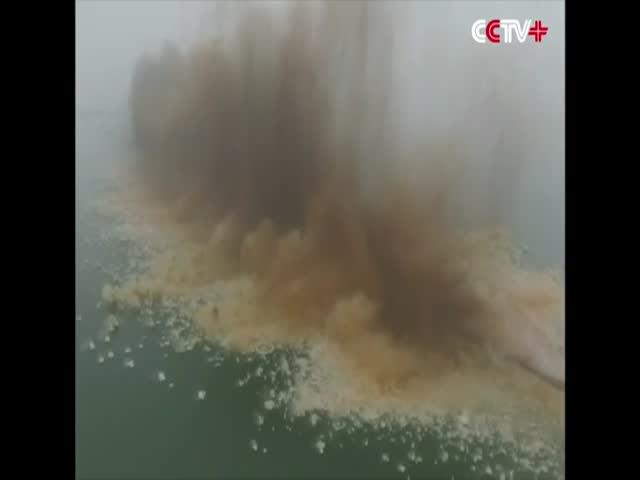 В Китае взорвали 3,7-километровую дамбу