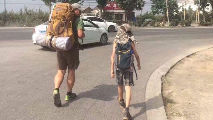 Отец с сыном отправился в пешее 600-километровое путешествие (5 фото)