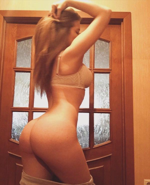 Девушка выставила на аукцион свою девственность (9 фото)