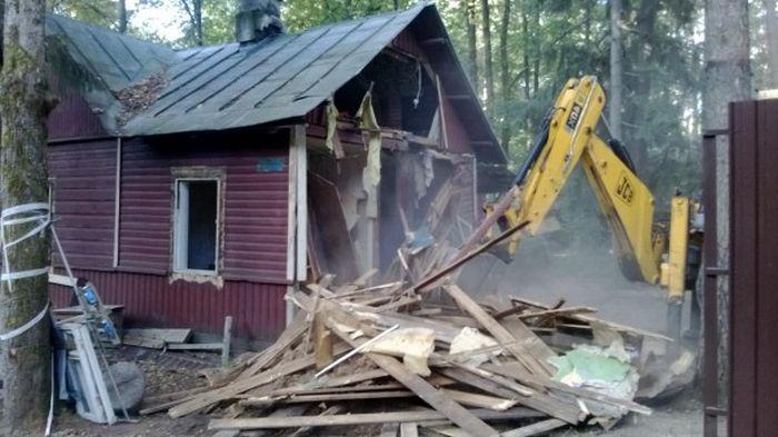 В Уфе застройщик снес дом местного жителя, пока его не было дома (3 фото)