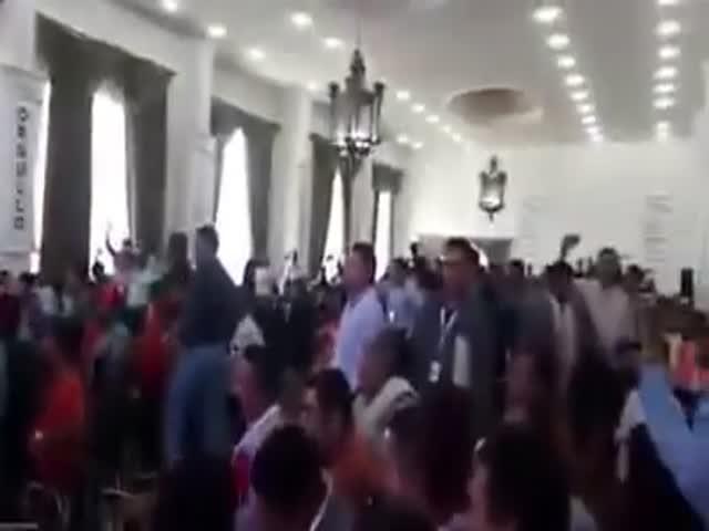 Конференция профсоюзов учителей закончилась дракой на стульях