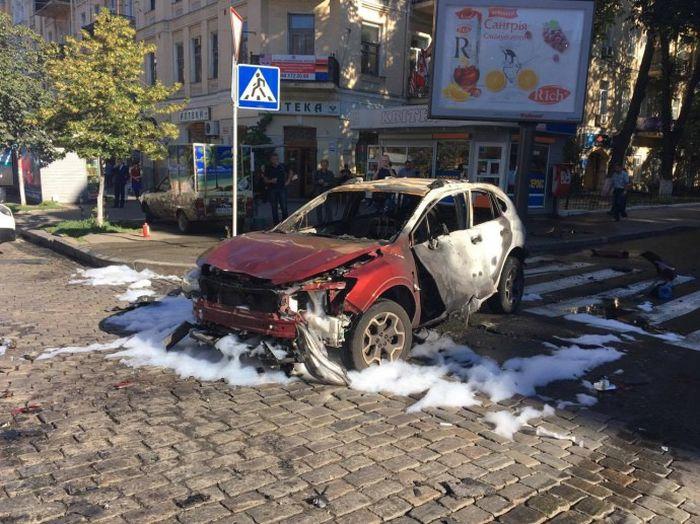 В Киеве в результате взрыва автомобиля погиб журналист Павел Шеремет (4 фото)