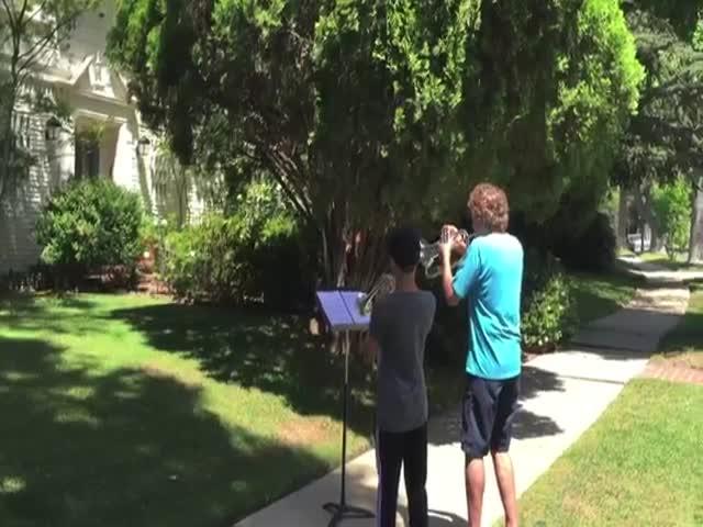 Подростки сыграли главную тему саги «Звёздные войны» у дома ее композитора