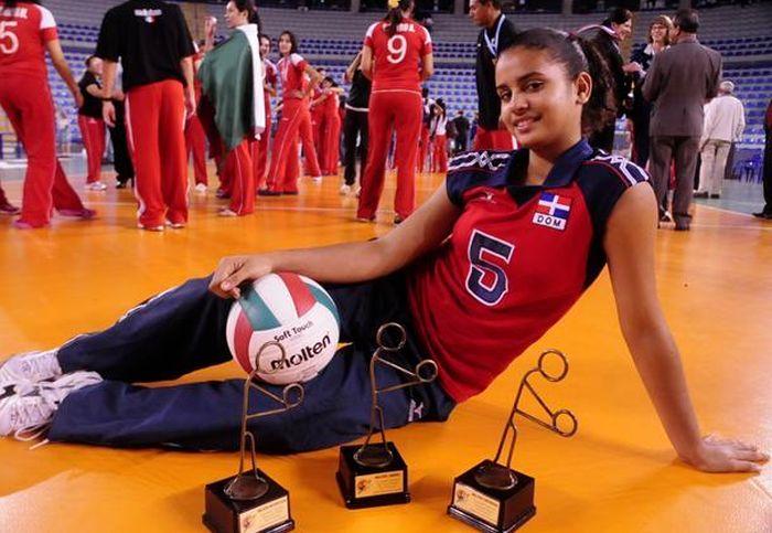 Доминиканская волейболистка стала новой звездой сети (17 фото + 2 видео)