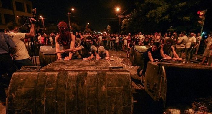 В Ереване произошли столкновения между полицией и протестующими (6 фото + видео)
