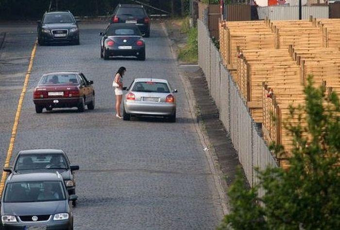 В Германии появились специальные парковки для клиентов придорожных путан (7 фото)