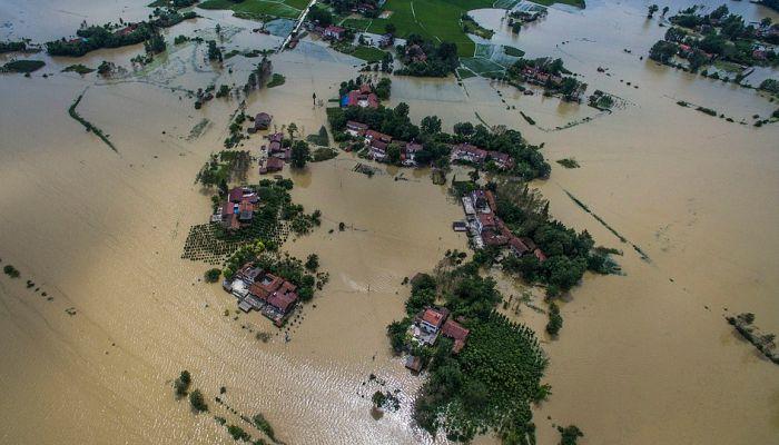 Проливные дожди нанесли Китаю ущерб на 1 миллиард долларов (17 фото)