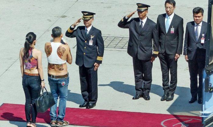 Принц Принц Таиланда шокировал общественность своим нарядом (2 фото)