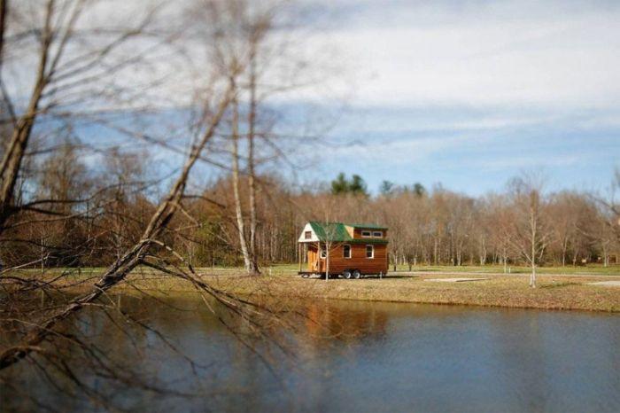 Пара путешествует по США в собственноручно построенном доме не колесах (21 фото)