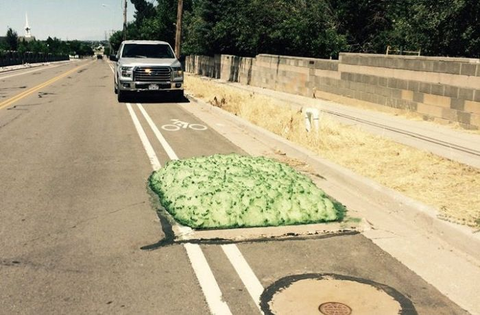 В штате Юта из канализации появилась загадочная зеленая пена (6 фото)