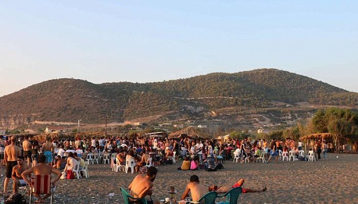 Пляжная вечеринка в Сирии (5 фото)