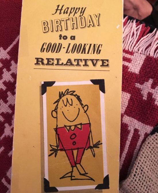 Отец и сын в течение 46 лет поздравляли друг друга с Днем рождения одной и той же открыткой (2 фото)