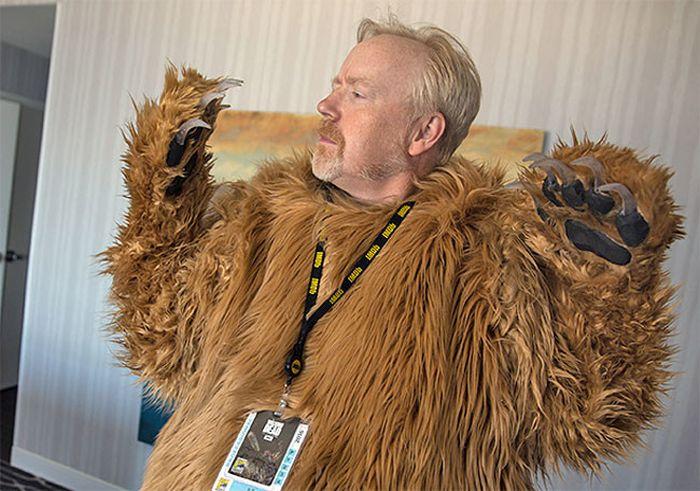 Медведь из фильма «Выживший» с трупом Леонардо Ди Каприо на фестивале Comic-Con 2016 (4 фото)