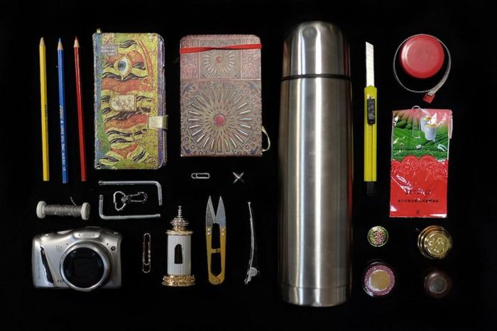 Что находится в женских сумках (17 фото)
