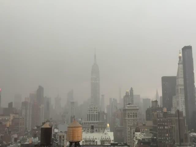 Молния ударила в небоскреб Empire State Building