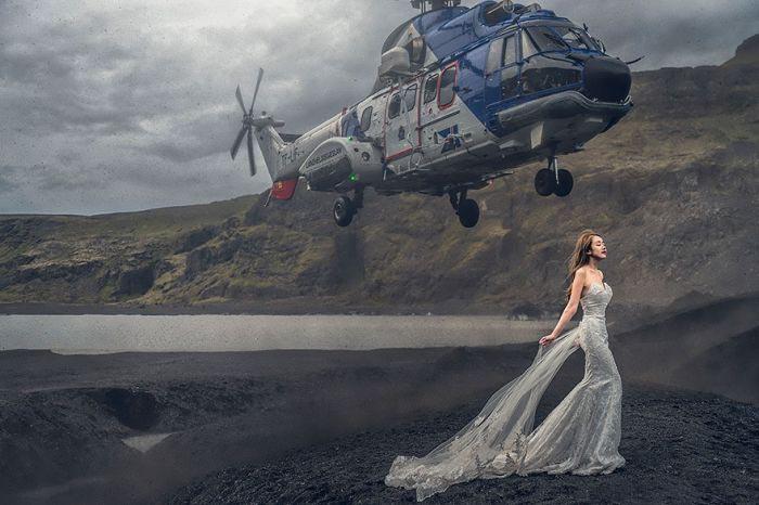 Эффектный снимок на свадебной фотосессии (2 фото)