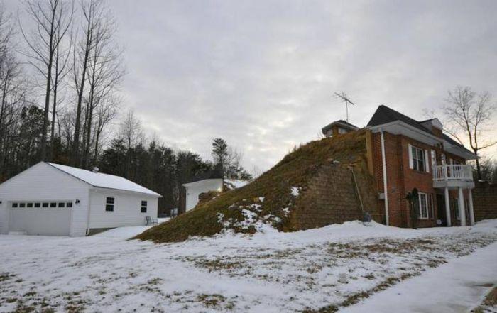 Просторный дом-землянка за 425 000 долларов (17 фото)