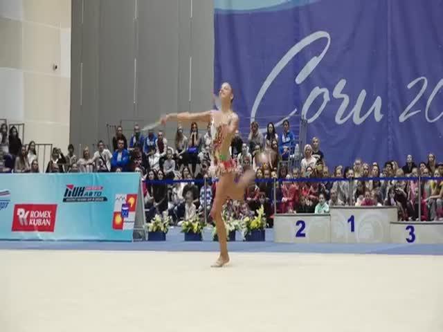 Эффектное выступление гимнастки Александры Солдатовой